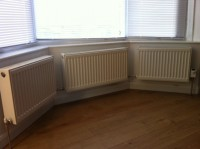 S2 DOWNTOWN SHEFFIELD 3RADIATORS IN BAY WINDOW